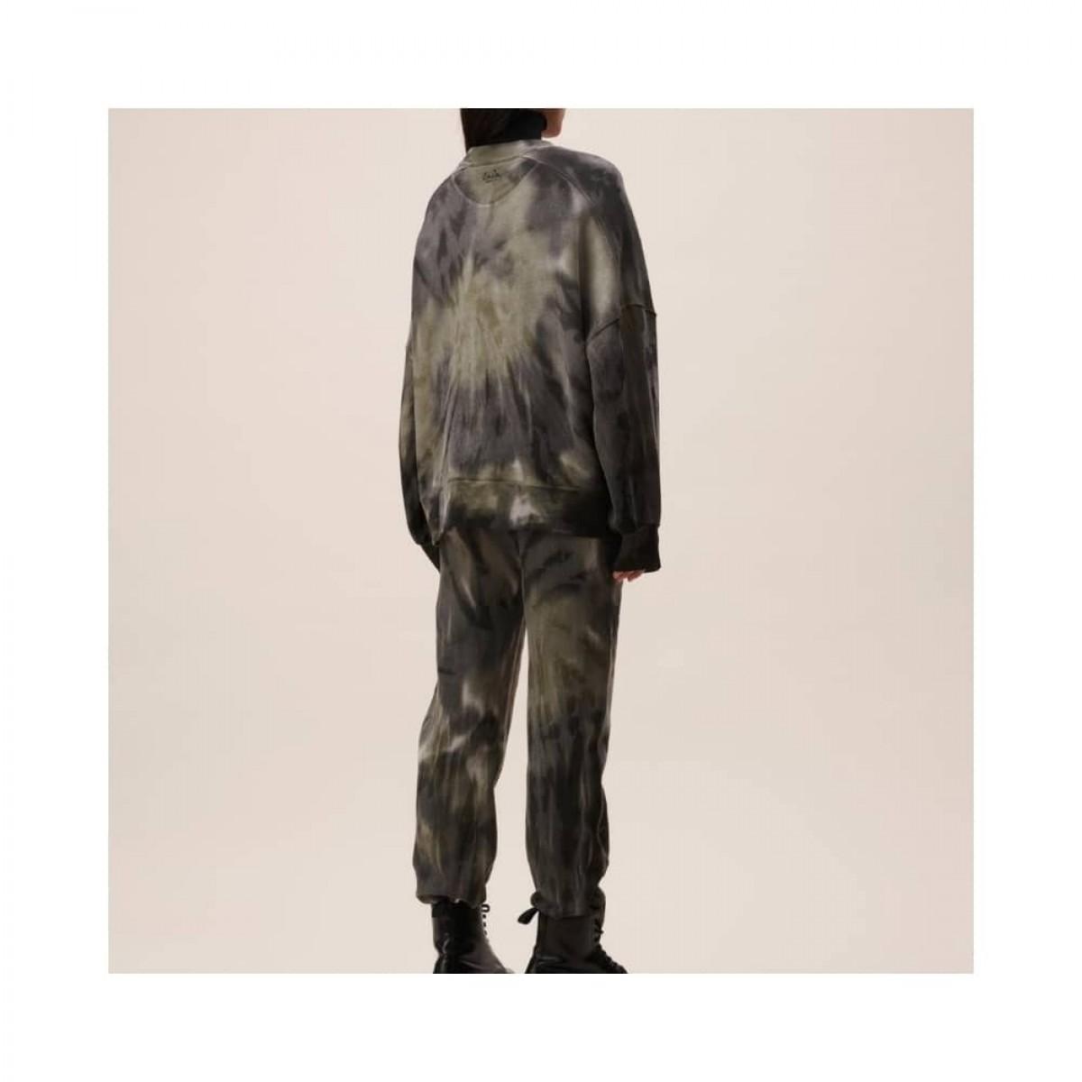 izaya sweat - olive tie dye - model bagfra