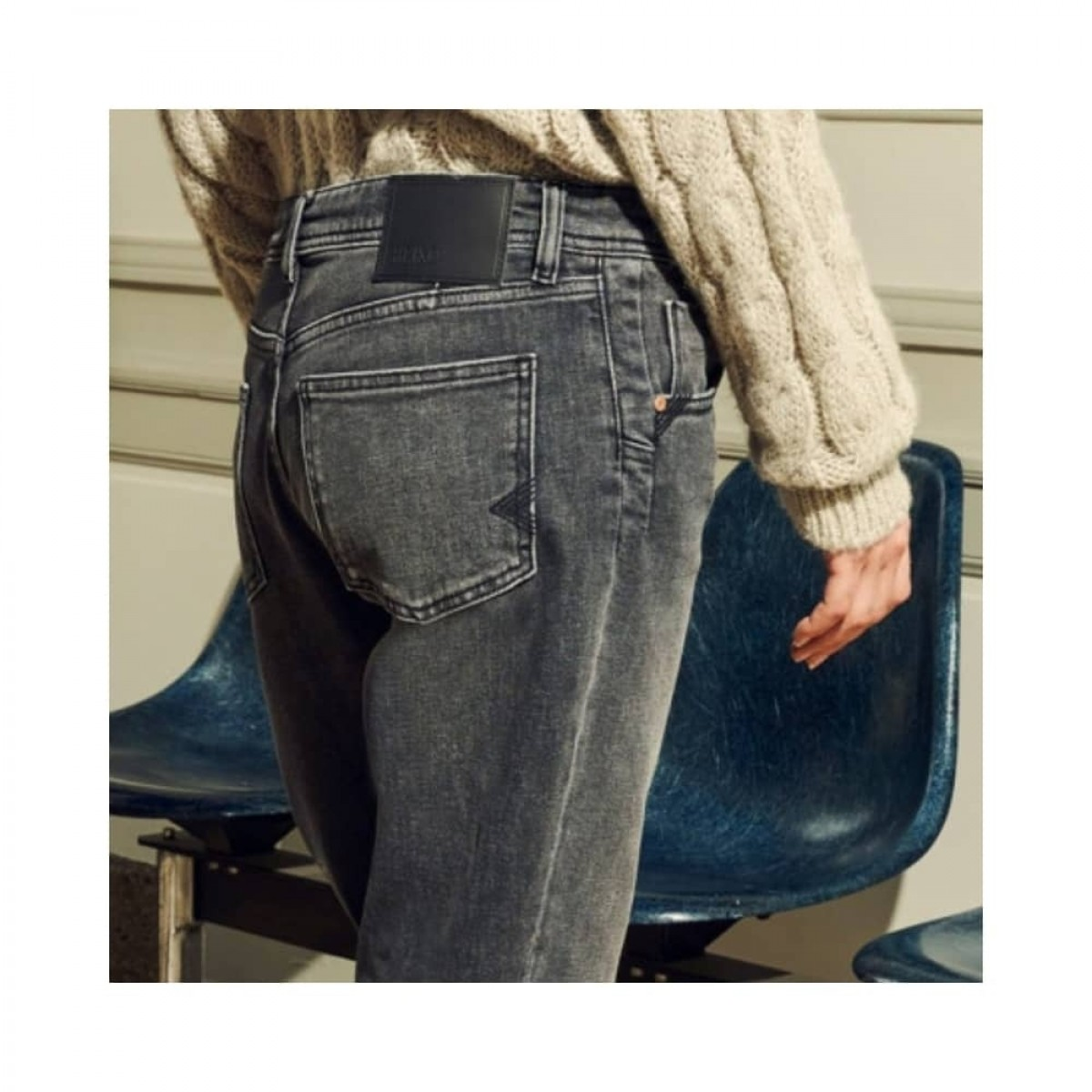 nina boyfriend jeans - grey - model baglomme