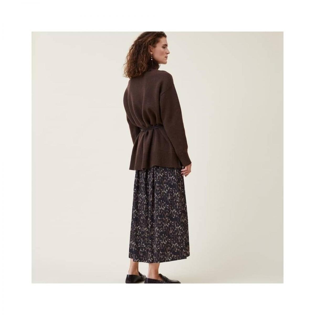 manny pullover - dark brown - model fra siden