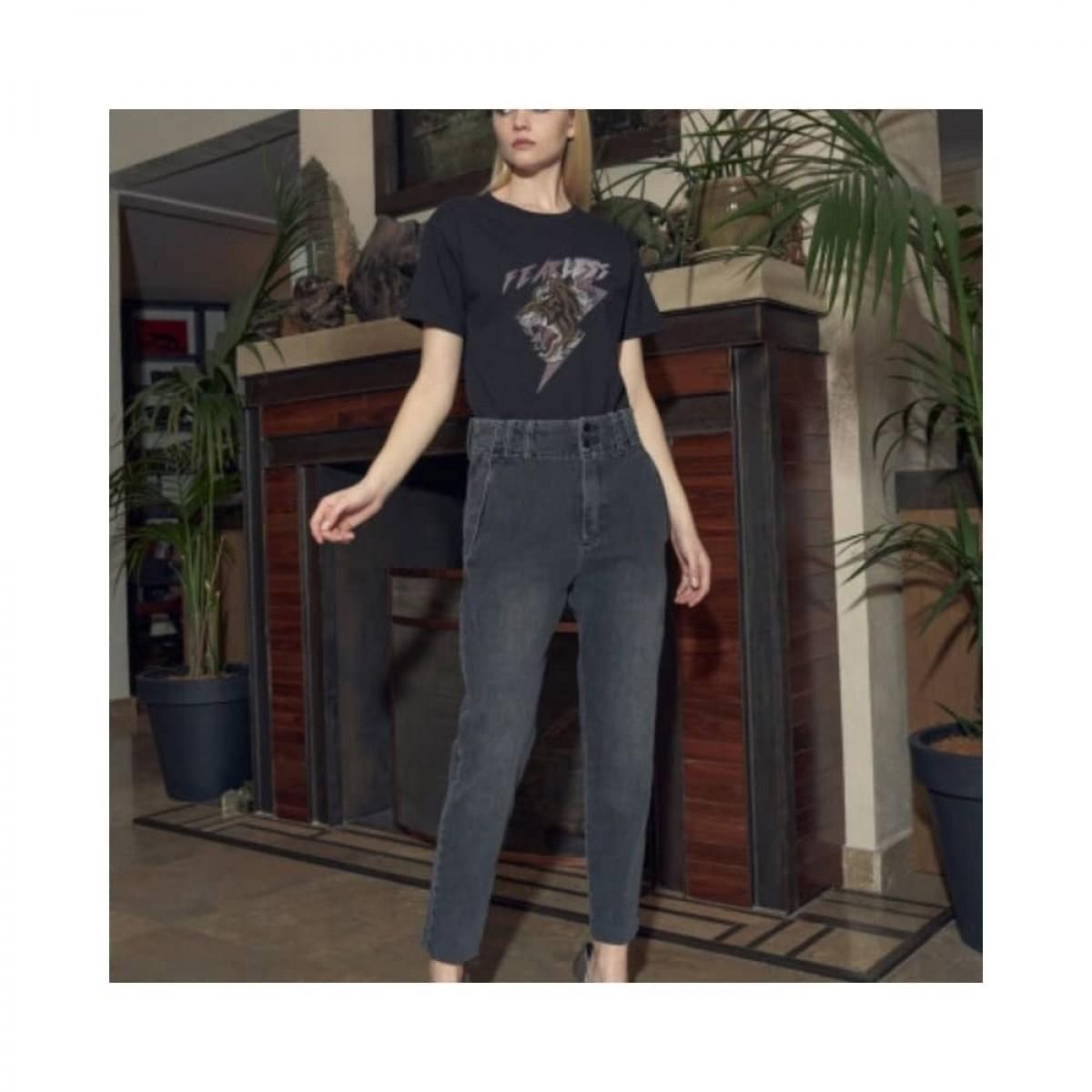 lenny jeans - grey - model 2
