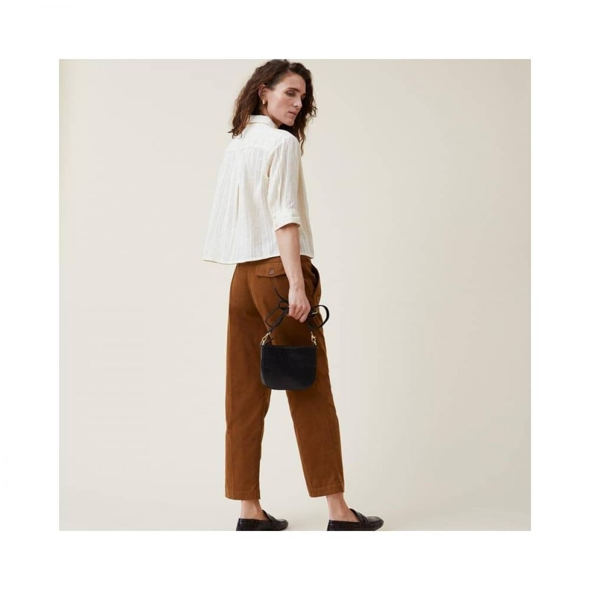 romala shirt - cream - model bagfra